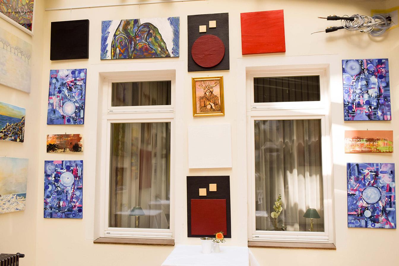 myer s hotel berlin prenzlauer berg exhibition br cken bauen abriendo puentes. Black Bedroom Furniture Sets. Home Design Ideas